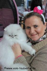 Gabriele Gschwendtner mit ihrem tollen Kater Amadé vom Lilien-Palace