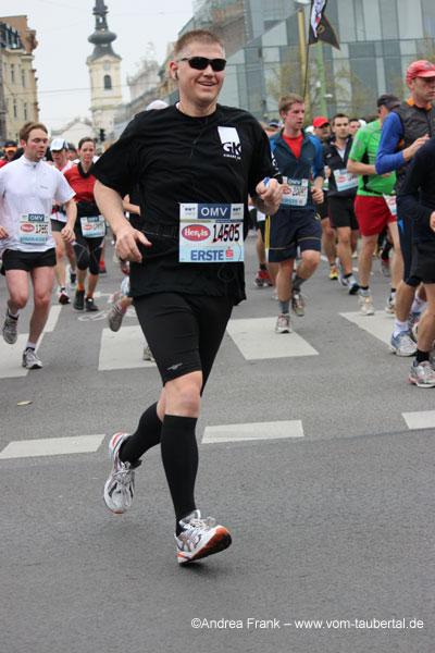 Mein Mann bei Kilometer 9,2 am Schwedenplatz