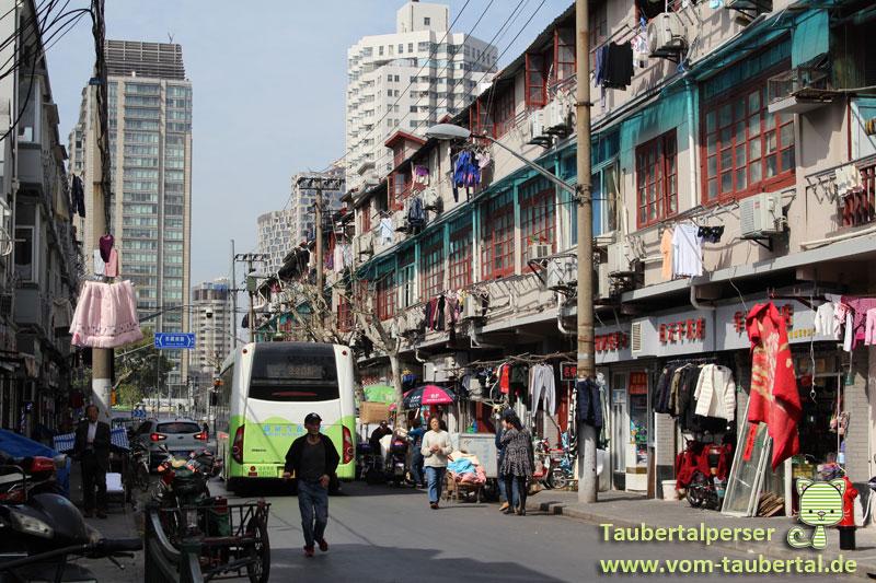 Taubertalperser, Shanghai, Verkehr, Moped, Metro, Bus, zu Fuß unterwegs