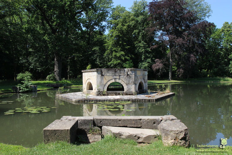 Goldfischteich im Schloßpark Laxenburg